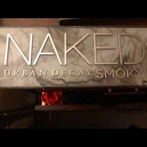 Urban decay Naked Smokey Pallet